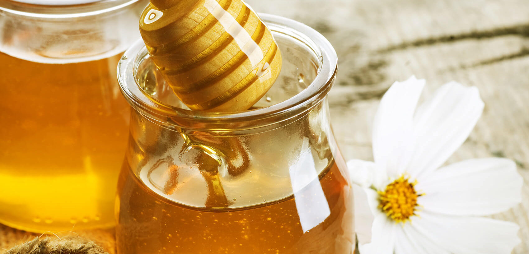 Medicinal Uses of Honey: What the Research Shows